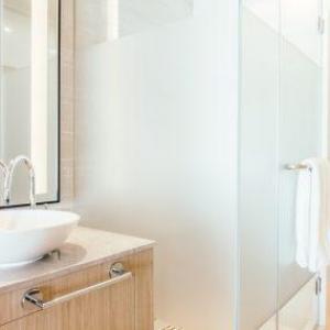 Película para box de banheiro: vantagens e aplicação